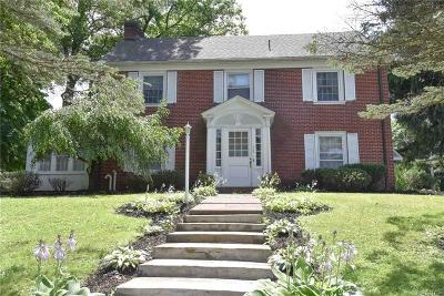 Utica Single Family Home A-Active: 702 Parkway East