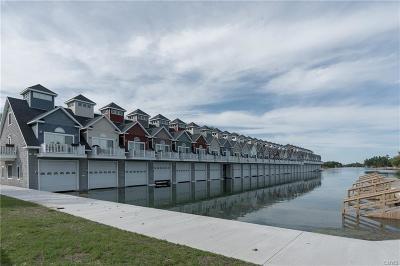 Jefferson County, Lewis County Condo/Townhouse For Sale: 18 Harbor Villas