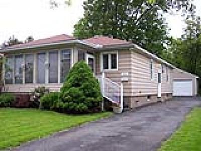 Utica Single Family Home For Sale: 1821 Lansing St Street