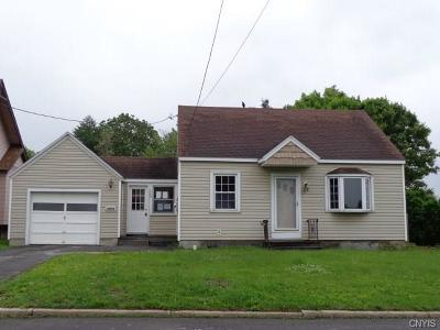 Utica Single Family Home For Sale: 107 Wells Place