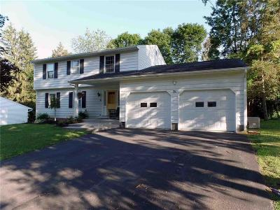 New Hartford Single Family Home For Sale: 31 Woodberry Road