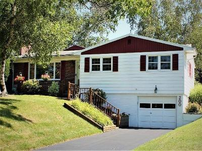 Fredonia Single Family Home For Sale: 200 Berry Street