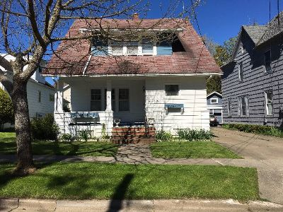 Single Family Home For Sale: 102 Myrtle St