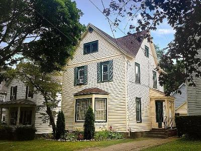 Jamestown Single Family Home For Sale: 34 Chestnut Street