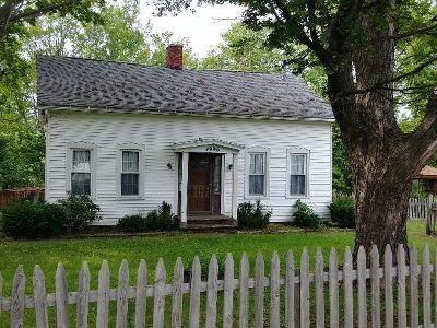 Fredonia Single Family Home For Sale: 4996 Ellicott Rd