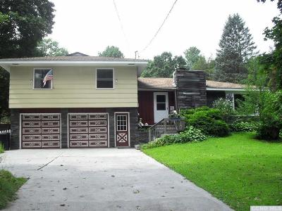 Kinderhook NY Single Family Home For Sale: $209,900