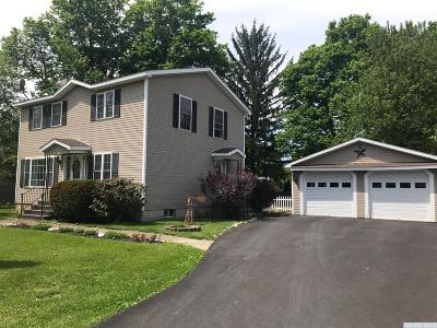 Kinderhook NY Single Family Home For Sale: $235,000