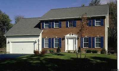 Saratoga County Single Family Home For Sale: 20 Macory Way