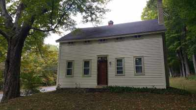 Rensselaer Single Family Home For Sale: 453 Albany Hill Rd