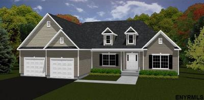 Saratoga County Single Family Home For Sale: 23 Fieldstone Dr