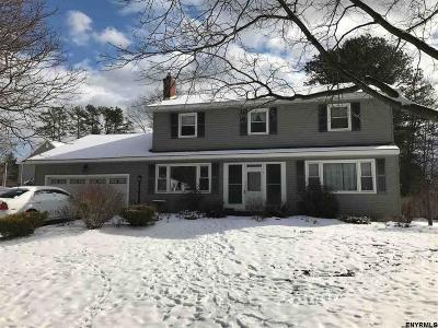 Guilderland Single Family Home For Sale: 2048 Debutante Manor