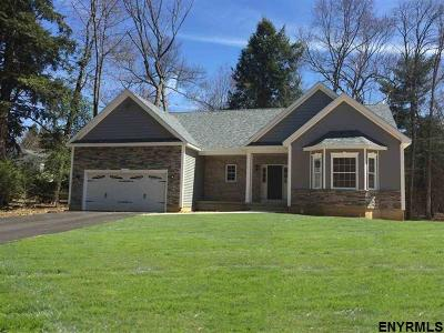 Guilderland Single Family Home For Sale: 4011 Lexington Dr