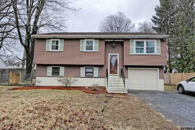 Colonie Single Family Home For Sale: 10 Oak Cir