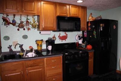 Rensselaer Single Family Home For Sale: 17 Wilson St