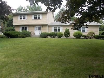 Niskayuna Single Family Home For Sale: 809 Westmoreland Dr