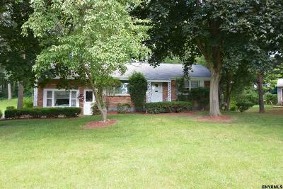 Niskayuna Single Family Home For Sale: 1057 Timothy La