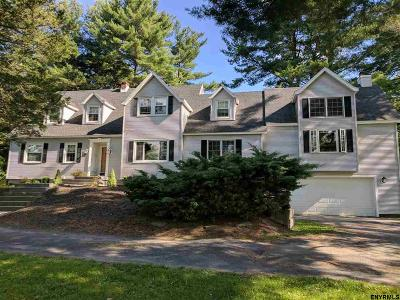 North Greenbush Single Family Home For Sale: 2 Pine Ct