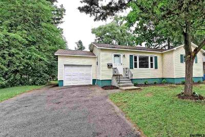 Colonie Single Family Home For Sale: 34 Thoroughbred La