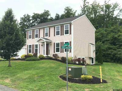 East Greenbush Single Family Home For Sale: 2 Leadholm Ct
