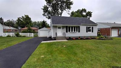 Colonie Single Family Home For Sale: 48 Parkwood Dr