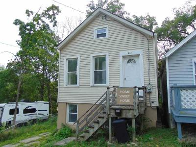 Rensselaer Single Family Home For Sale: 819 7th St