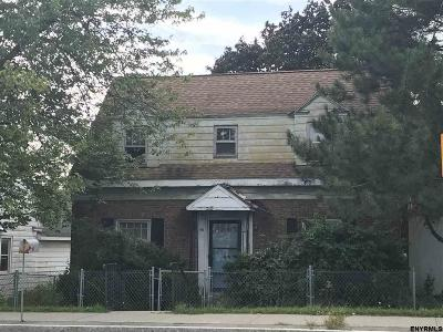 Colonie Single Family Home For Sale: 56 Everett Rd