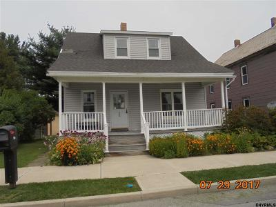 Saratoga County Single Family Home For Sale: 904 Elizabeth St