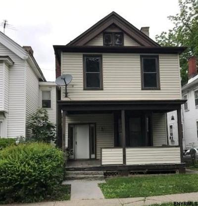 Poughkeepsie Single Family Home For Sale: 150 Montgomery St