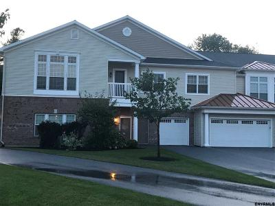 Niskayuna Single Family Home For Sale: 301 Vly Pointe Dr