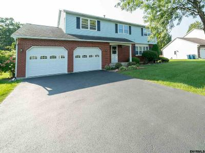 Colonie Single Family Home For Sale: 8 Churchill Sq