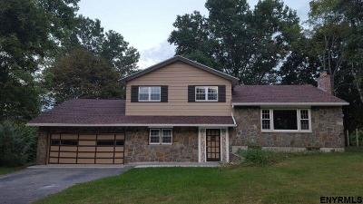 Niskayuna Single Family Home For Sale: 1370 Philomena Rd