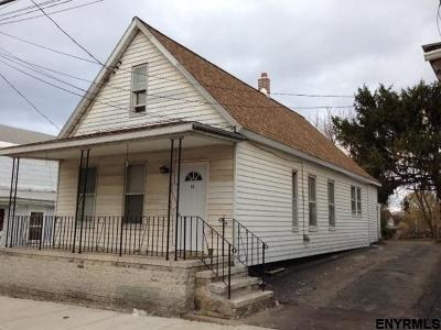 Schenectady Single Family Home For Sale: 515 Hattie St