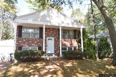 Saratoga Springs Single Family Home For Sale: 5 Woodland Ct