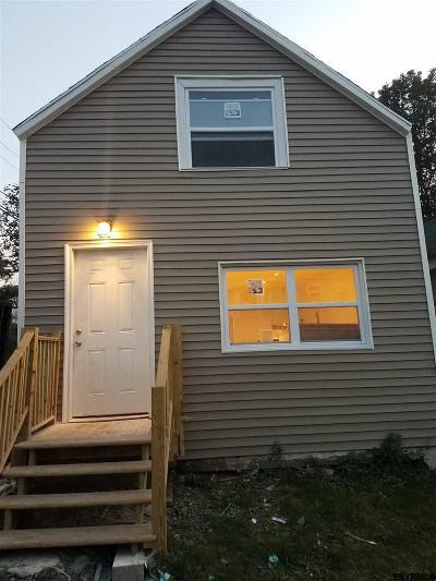 Rensselaer Single Family Home For Sale: 38 Washington Av