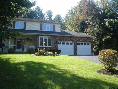 Niskayuna Single Family Home For Sale: 95 Pheasant Ridge