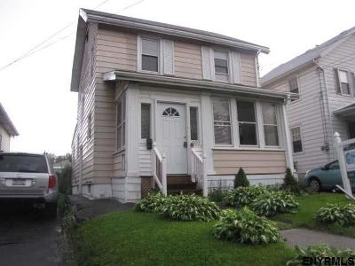 Albany Single Family Home For Sale: 300 McCarty Av