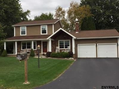 Schenectady County Single Family Home For Sale: 46 Olde Coach Rd