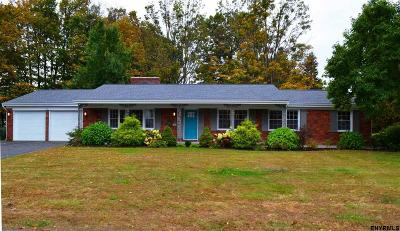 Schenectady County Single Family Home For Sale: 107 Oakwood Dr