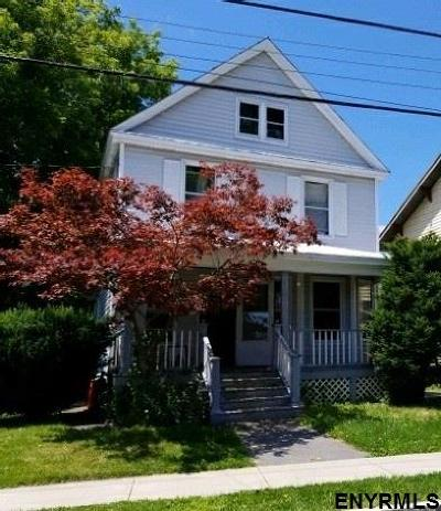 Schenectady Single Family Home For Sale: 1845 Oneida St