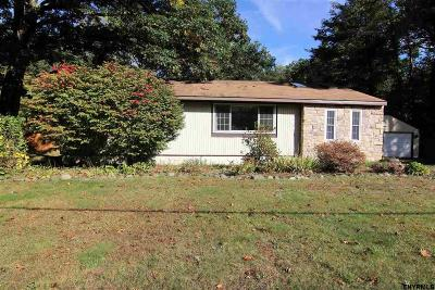 Saratoga Springs Single Family Home For Sale: 89 Meadowbrook Rd