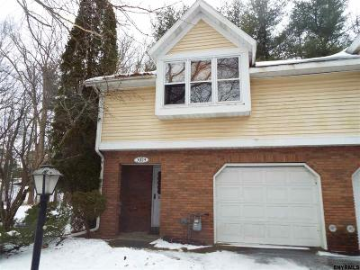 Guilderland Single Family Home For Sale: 3025 Squire Blvd