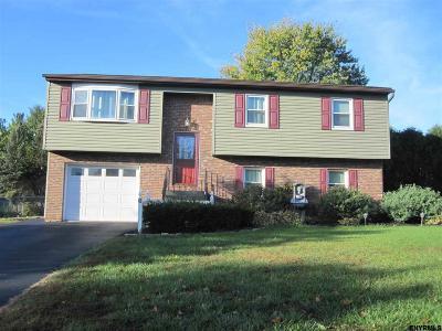 Niskayuna Single Family Home For Sale: 6 Laurel La