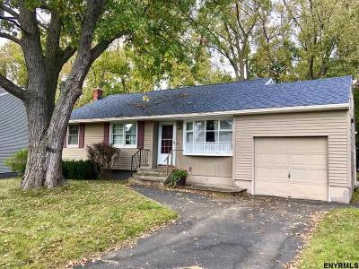 Colonie Single Family Home For Sale: 27 Chateau Ct