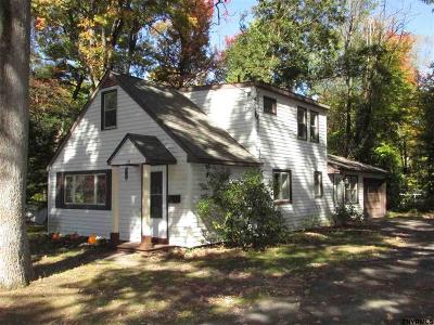 Guilderland Single Family Home For Sale: 19 Oxford Pl