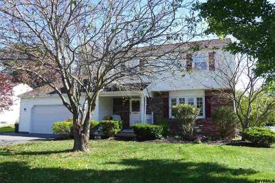Colonie Single Family Home For Sale: 31 Willoughby Dr