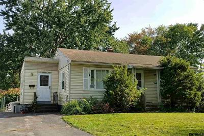 Colonie Single Family Home For Sale: 11 Hartwood St