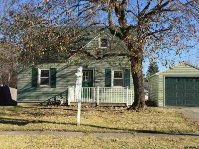 Cohoes Single Family Home For Sale: 39 Pleasant Ct