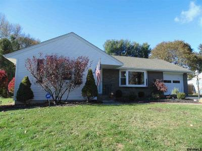 Colonie Single Family Home For Sale: 30 East Glenwood Dr