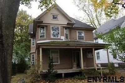 Gloversville Single Family Home For Sale: 106 Prospect Av