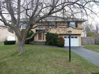 Single Family Home Pend (Under Cntr): 5 Deborah Dr
